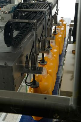 leak testing HDPE laundry detergent bottles_looking down conveyor 3